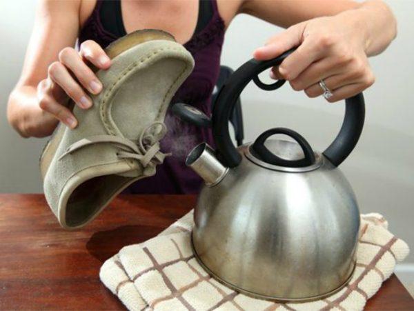 Обработка замшевой обуви паром