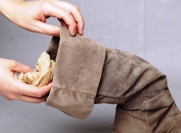 Подготовка замшевой обуви к чистке