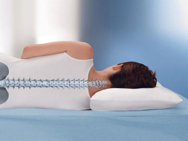 Положение позвоночного столба при использовании ортопедической подушки