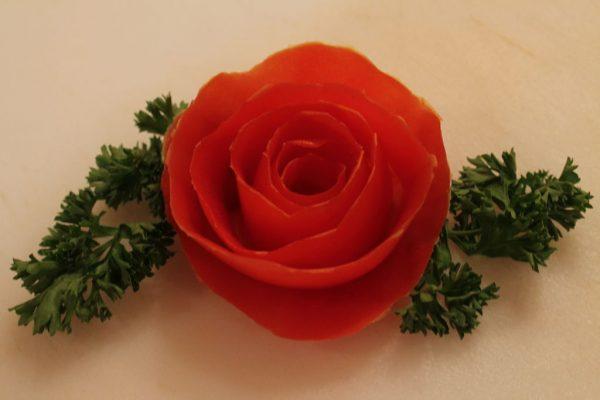 Роза из помидорной кожуры и зелень