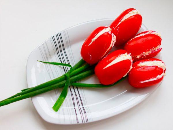 Букет тюльпанов из помидоров