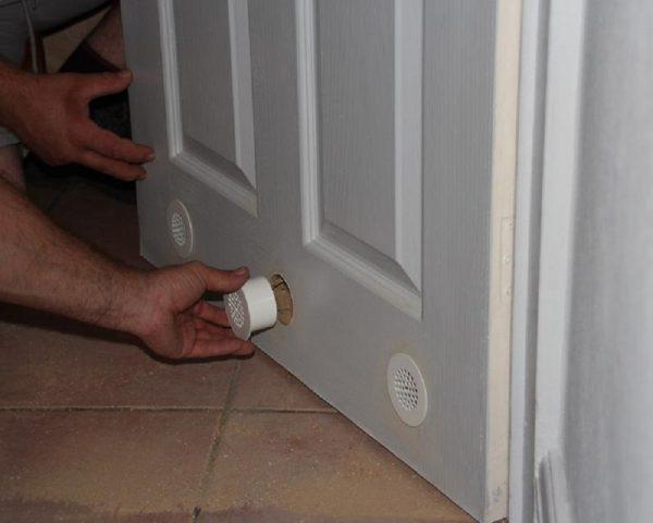 Вентиляция в двери
