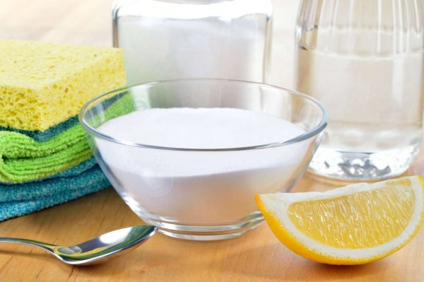 Вода, сода, лимон и салфетки