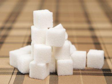 при повышенной влажности положите рядом с сыром кусочек сахара