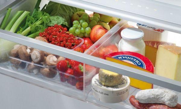 положить сыр в холодильник к овощам